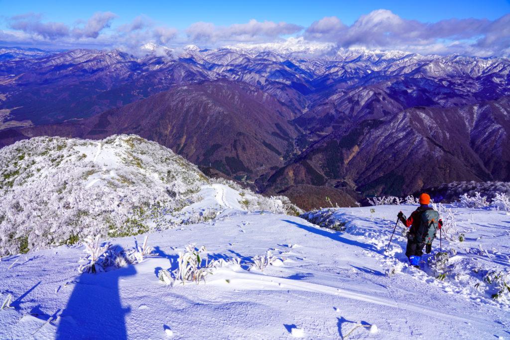 積雪期・荒島岳・もちがかべを下る2