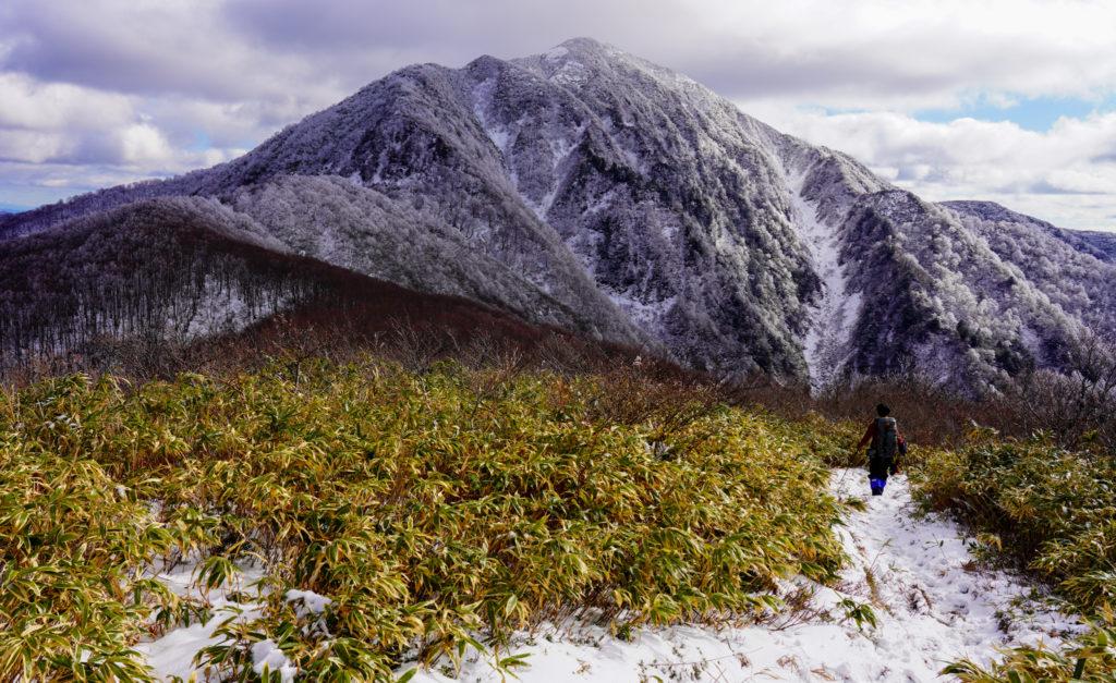 積雪期・荒島岳・小荒島岳から荒島岳を望む