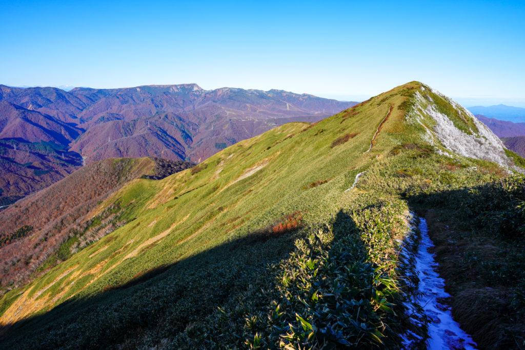平標山・仙ノ倉山・松手山コース、最後は急登でした。