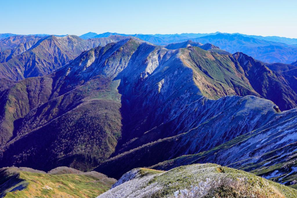 平標山・仙ノ倉山・谷川岳へと続く稜線3