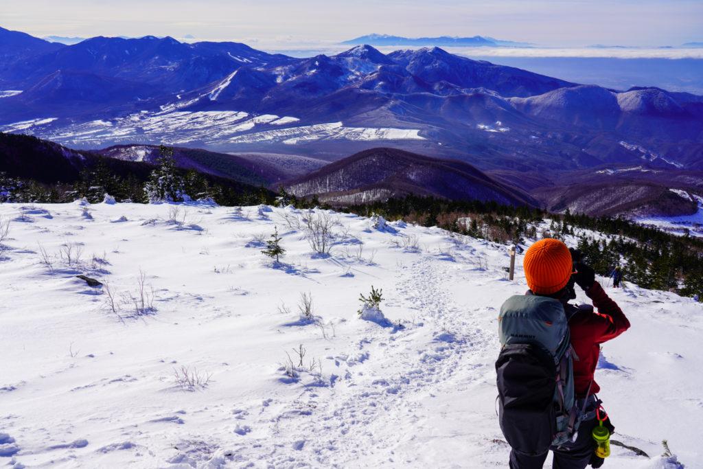 厳冬期・四阿山・湯ノ丸山、烏帽子岳、その後ろには八ヶ岳