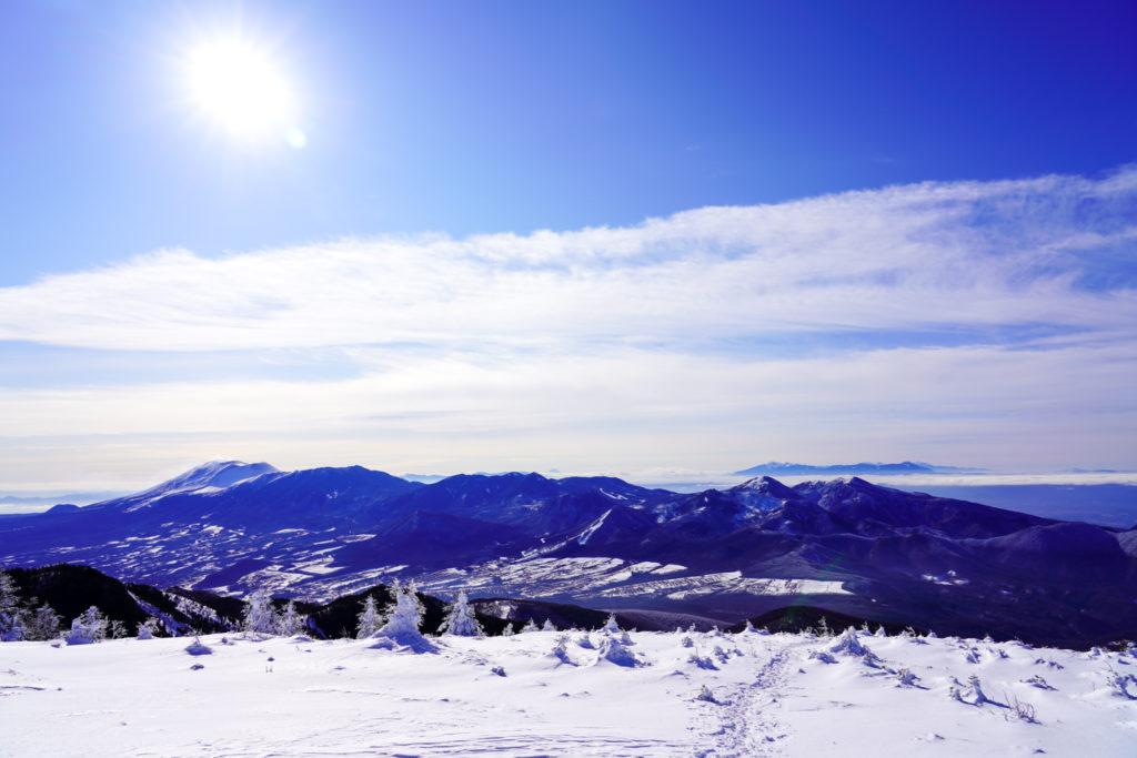 厳冬期・四阿山・浅間山から湯ノ丸山、後ろに八ヶ岳