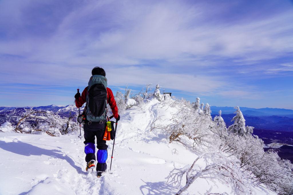 厳冬期・四阿山・山頂の稜線