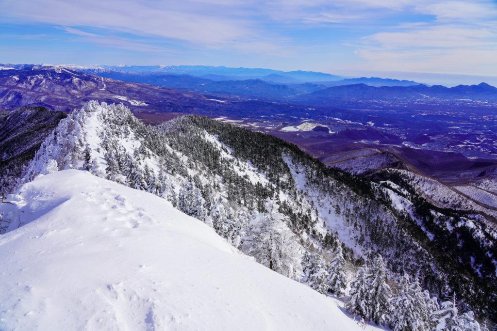 厳冬期・四阿山・浦倉山方面、赤城山、榛名山、浅間隠山を望む