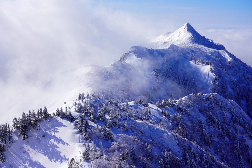 厳冬期・武尊山・剣ヶ峰山・雲海と剣ヶ峰山