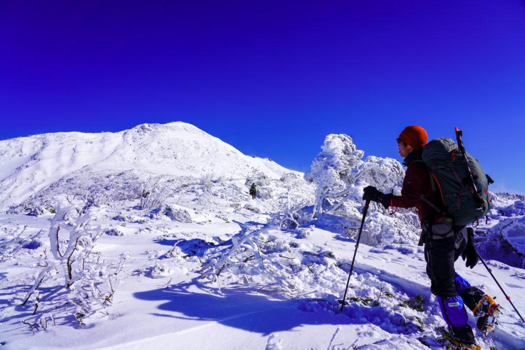 厳冬期・武尊山・剣ヶ峰山・武尊山を見上げる