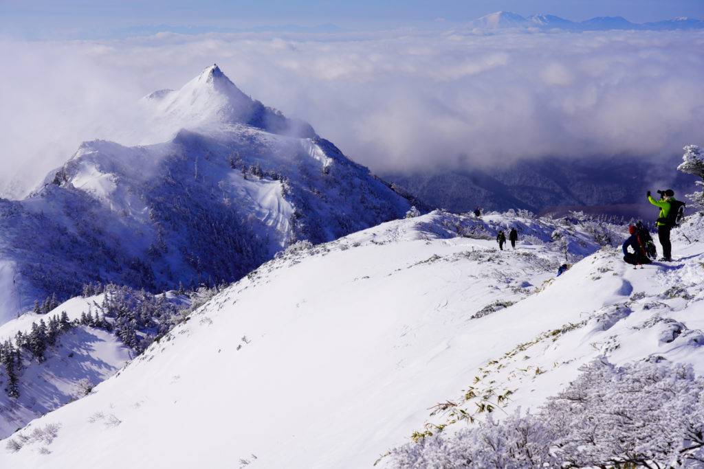 厳冬期・武尊山・剣ヶ峰山・みんなが夢中、剣ヶ峰山