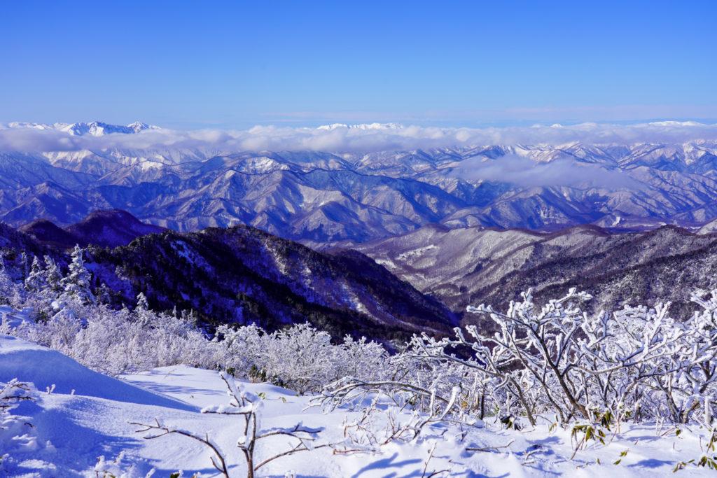 厳冬期・武尊山・剣ヶ峰山・谷川連峰を望む