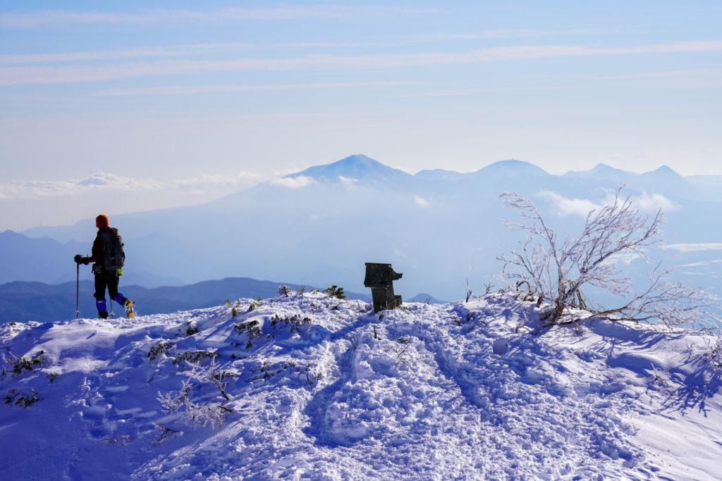 厳冬期・武尊山・剣ヶ峰山・赤城山を見ながらの下山