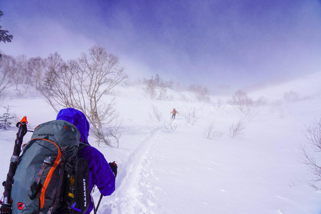 厳冬期・乗鞍岳・肩の小屋口へと続く道
