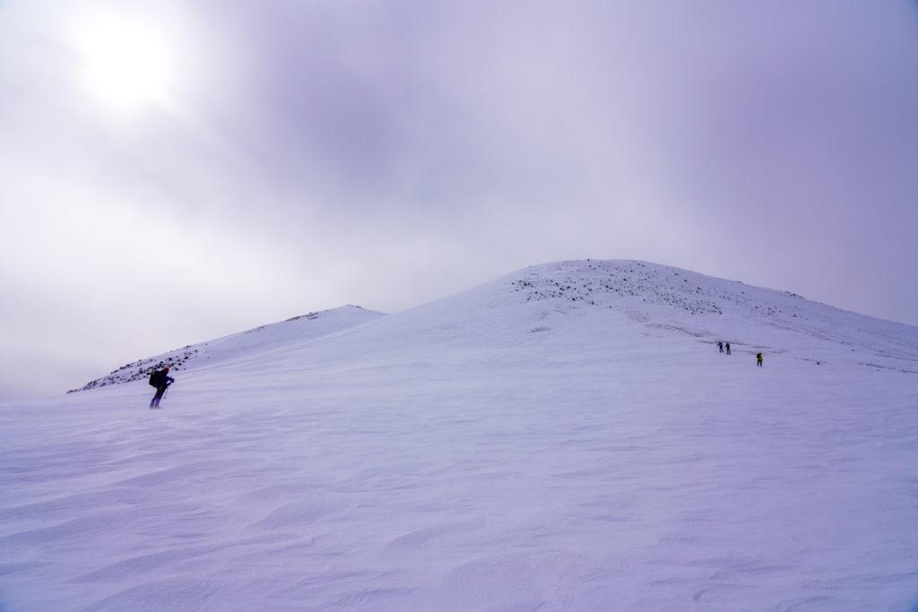 厳冬期・乗鞍岳・剣ヶ峰口からの朝日岳、蚕玉岳