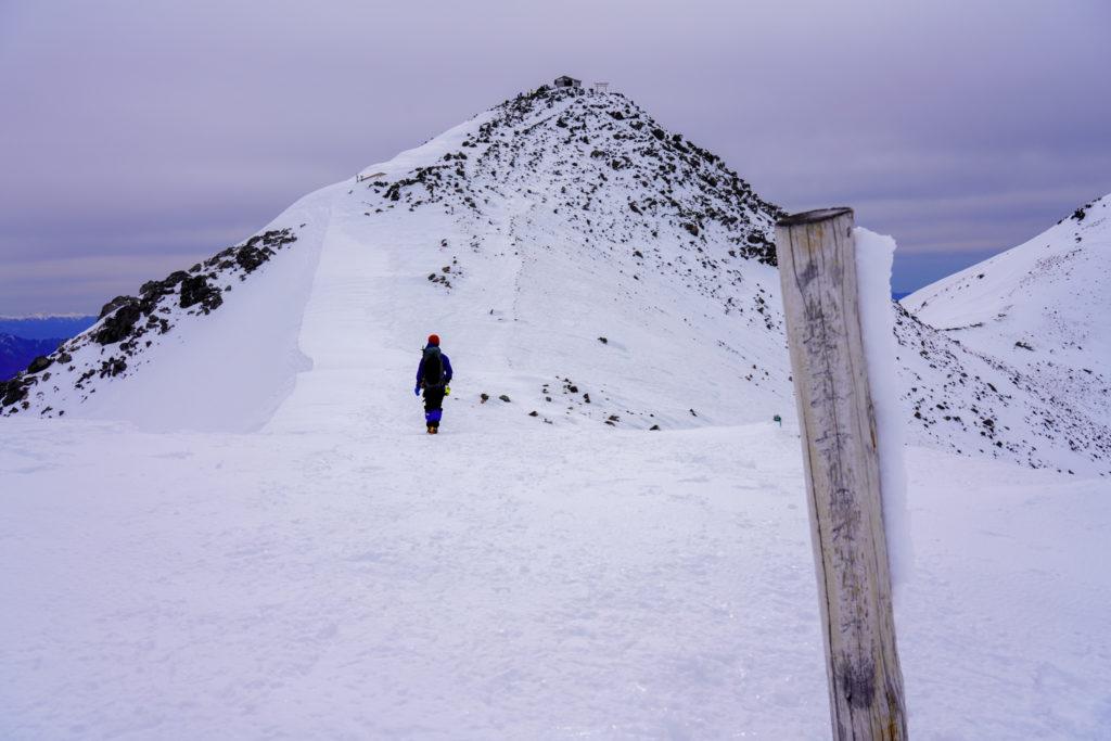厳冬期・乗鞍岳・蚕玉岳山頂標識