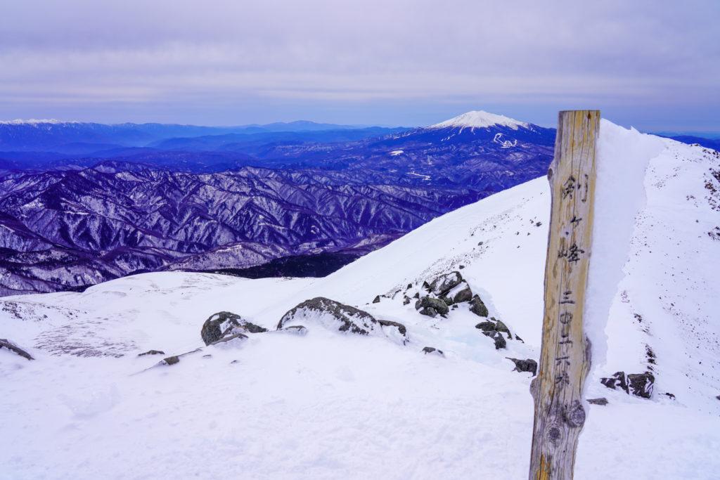 厳冬期・乗鞍岳・剣ヶ峰山頂標識
