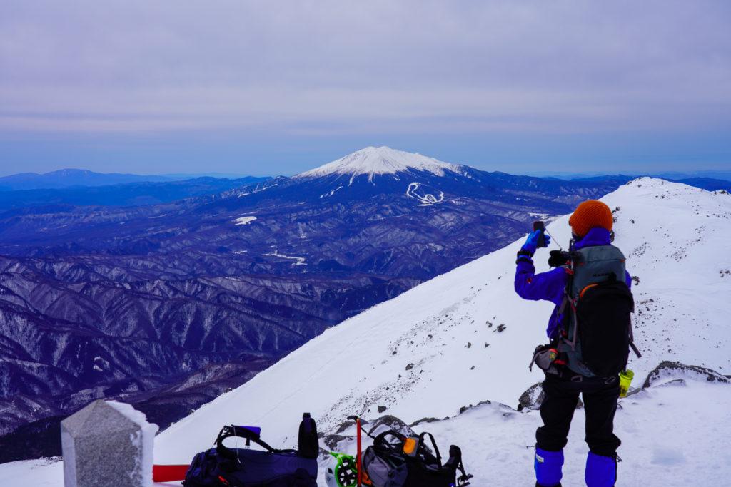 厳冬期・乗鞍岳・乗鞍岳から御嶽山を望む