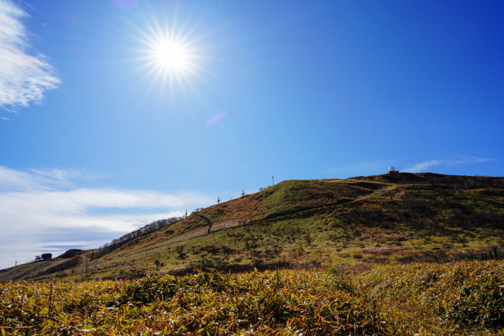 霧ヶ峰・車山乗越からの車山