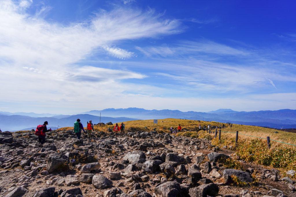 霧ヶ峰・快晴の車山山頂からは御嶽山まで見渡せます