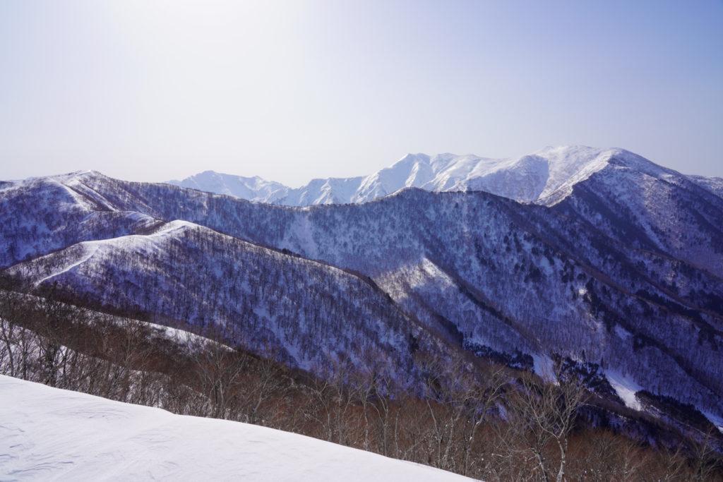 残雪期・東谷山・日白山・日白山から平標山へと続く稜線