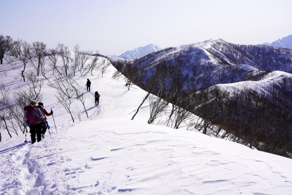 残雪期・東谷山・日白山・東谷山山頂へ