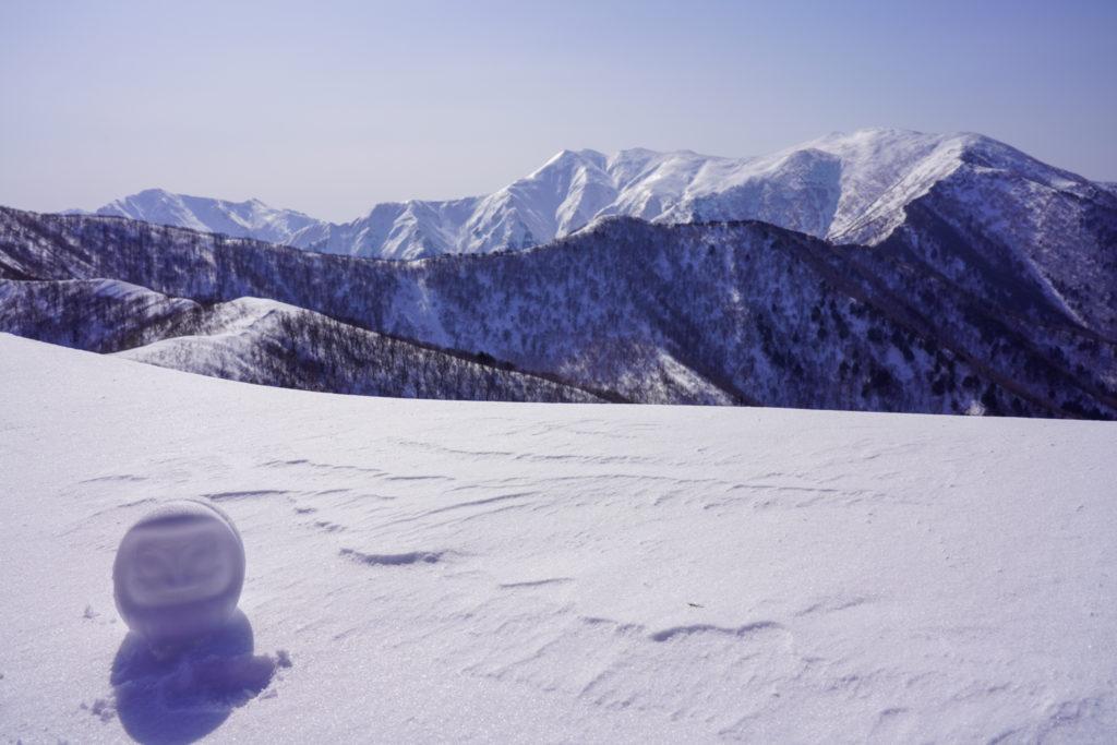 残雪期・東谷山・日白山・東谷山、標識がわりに雪だるま