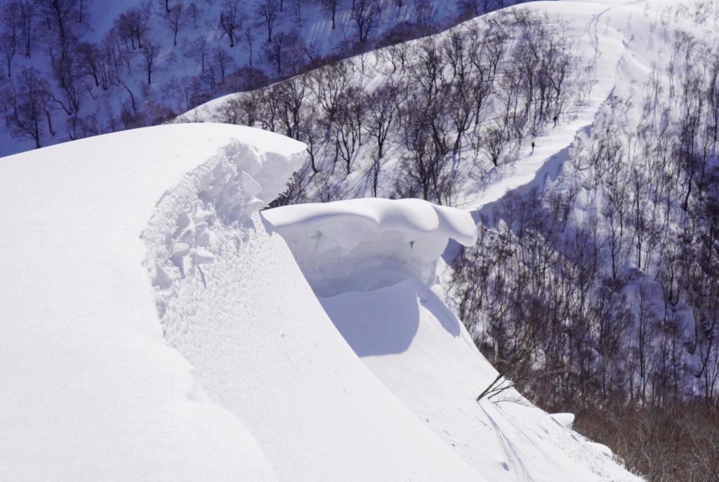 残雪期・東谷山・日白山・東谷山の雪庇