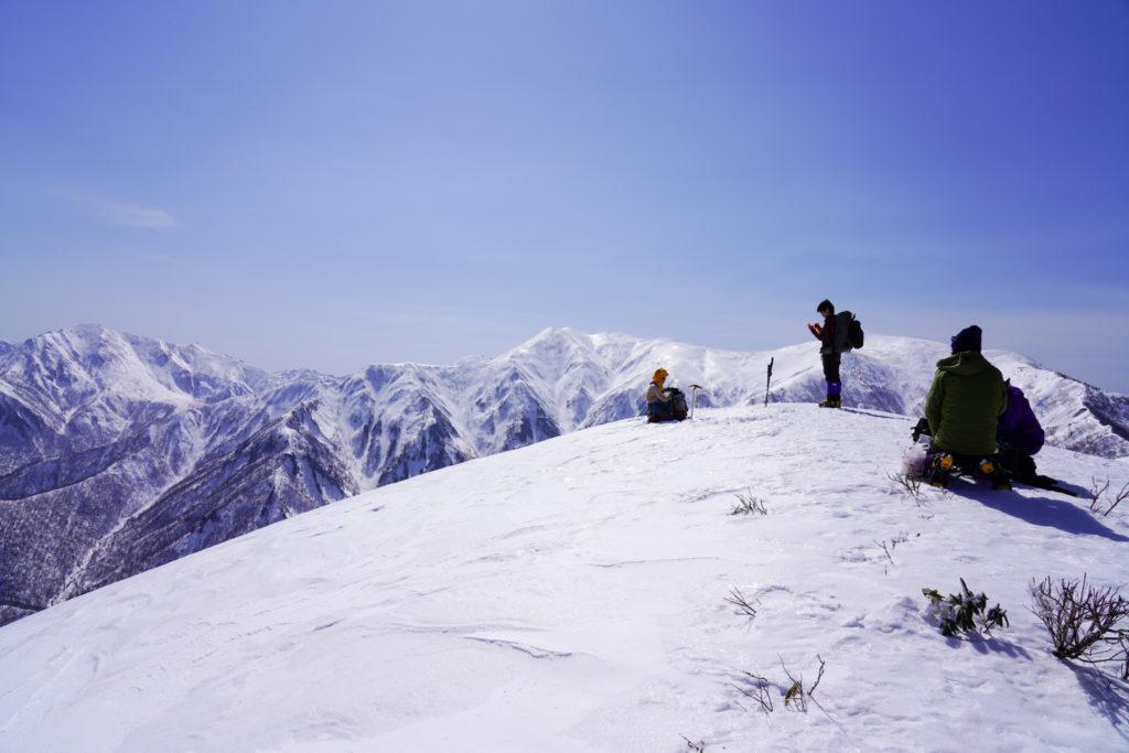 残雪期・東谷山・日白山・日白山山頂展望(平標山から万太郎山まで)
