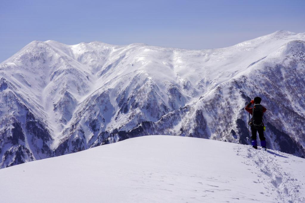 残雪期・東谷山・雪化粧の平標山