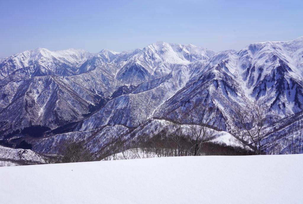 残雪期・東谷山・日白山・谷川連峰主稜線の山々