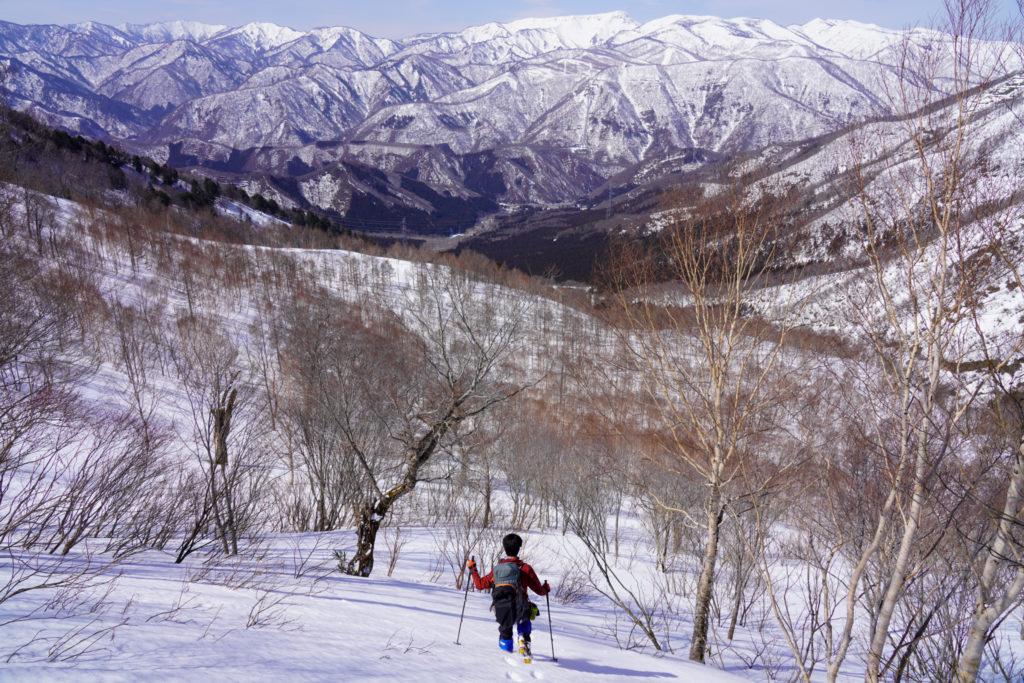 残雪期・東谷山・日白山・二居俣ノ頭手前の鞍部から下山です