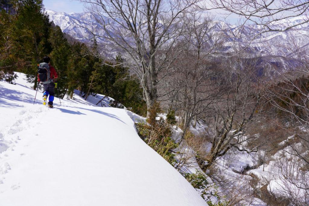 残雪期・東谷山・日白山・沢沿いを歩く