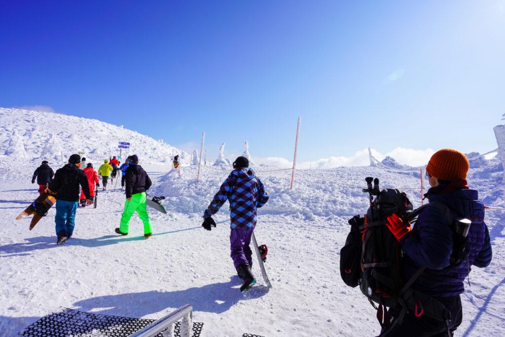 残雪期・蔵王山(熊野岳・刈田岳)・地蔵山頂駅からスタートです