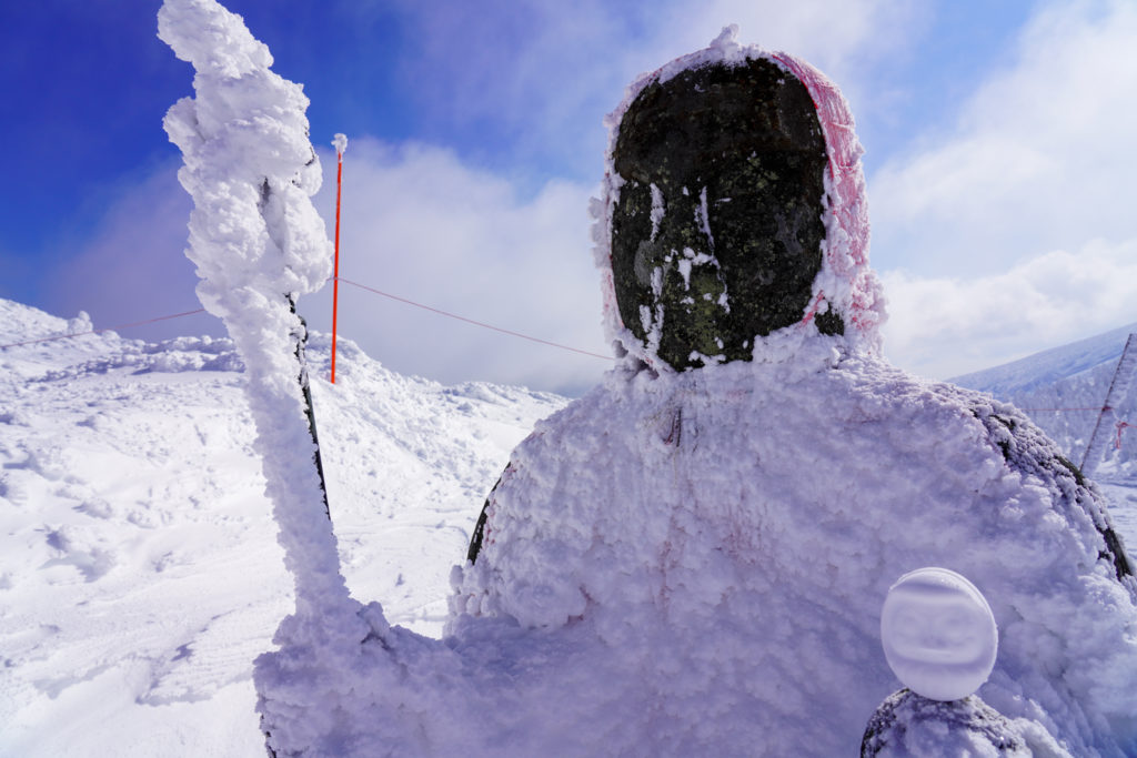残雪期・蔵王山(熊野岳・刈田岳)・地蔵尊と雪だるま