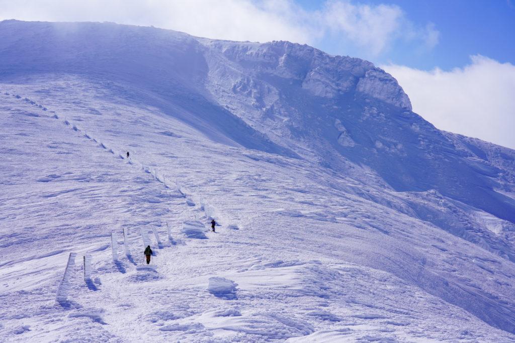 残雪期・蔵王山(熊野岳・刈田岳)・迫力の熊野岳