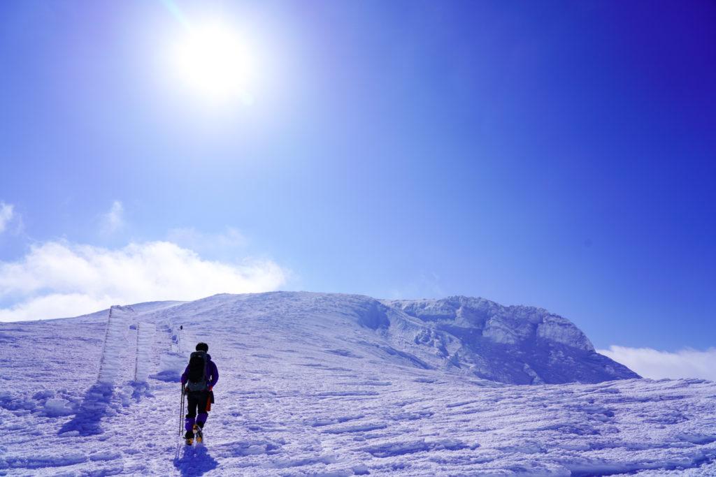 残雪期・蔵王山(熊野岳・刈田岳)・快晴の熊野岳