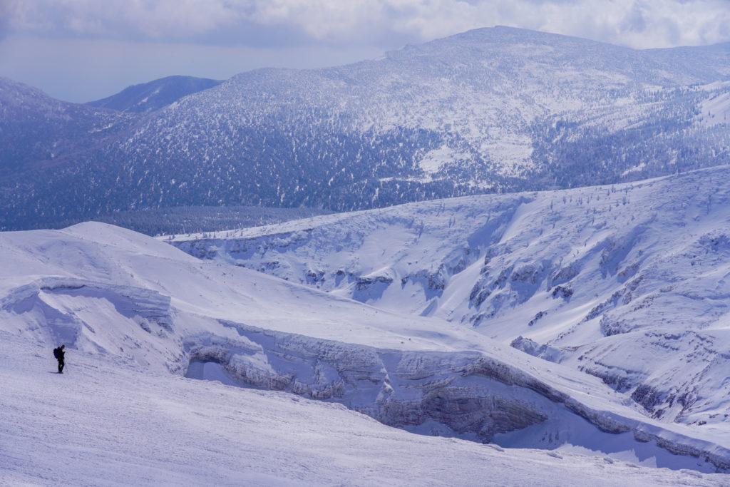 残雪期・蔵王山(熊野岳・刈田岳)・御釜に近づく