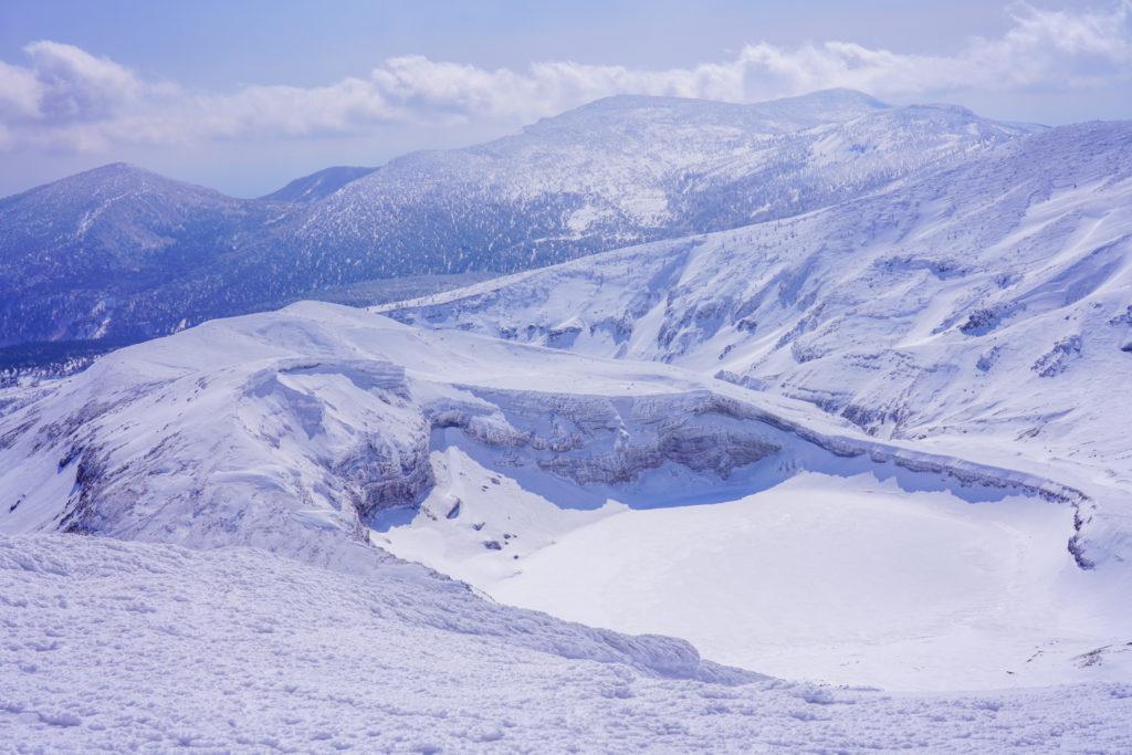 残雪期・蔵王山(熊野岳・刈田岳)・真っ白な御釜
