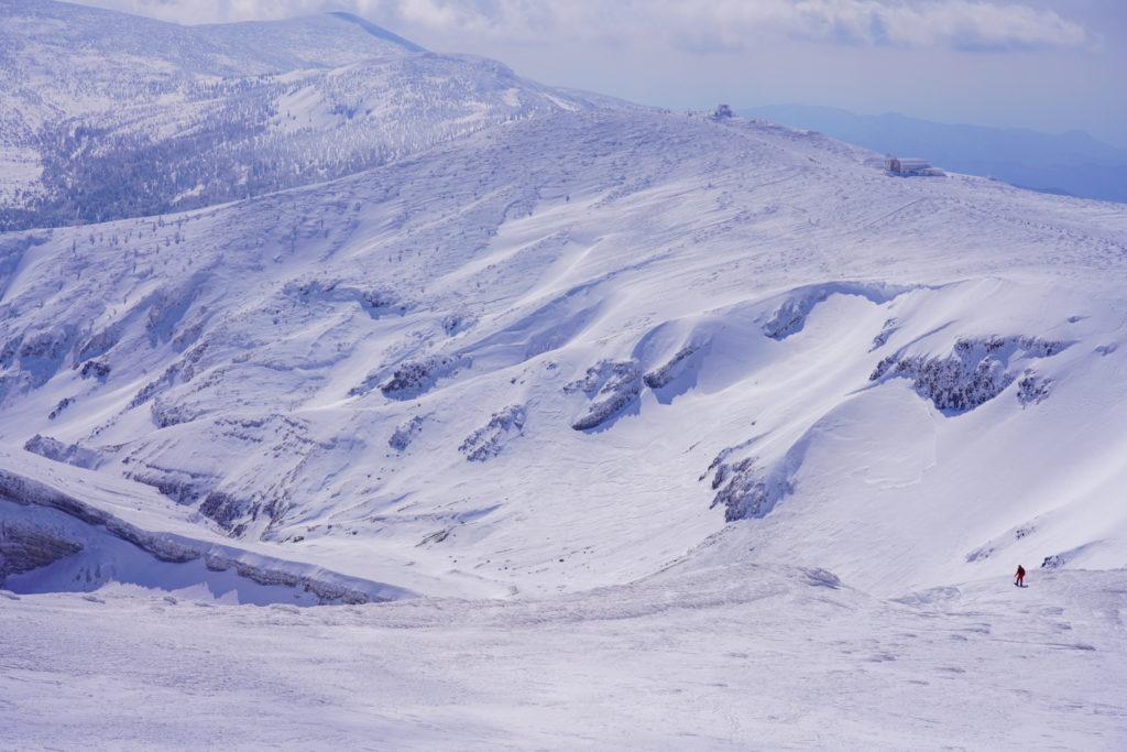 残雪期・蔵王山(熊野岳・刈田岳)・御釜の淵を覗く