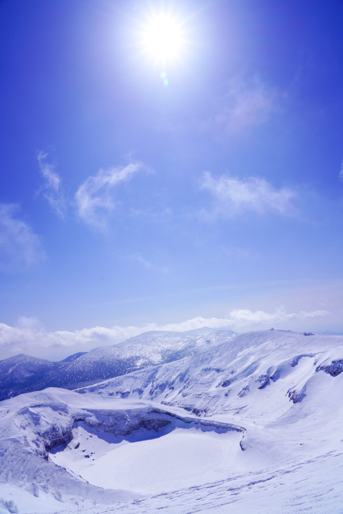 残雪期・蔵王山(熊野岳・刈田岳)・快晴の御釜