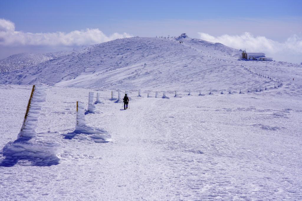 残雪期・蔵王山(熊野岳・刈田岳)・氷の柱に導かれて