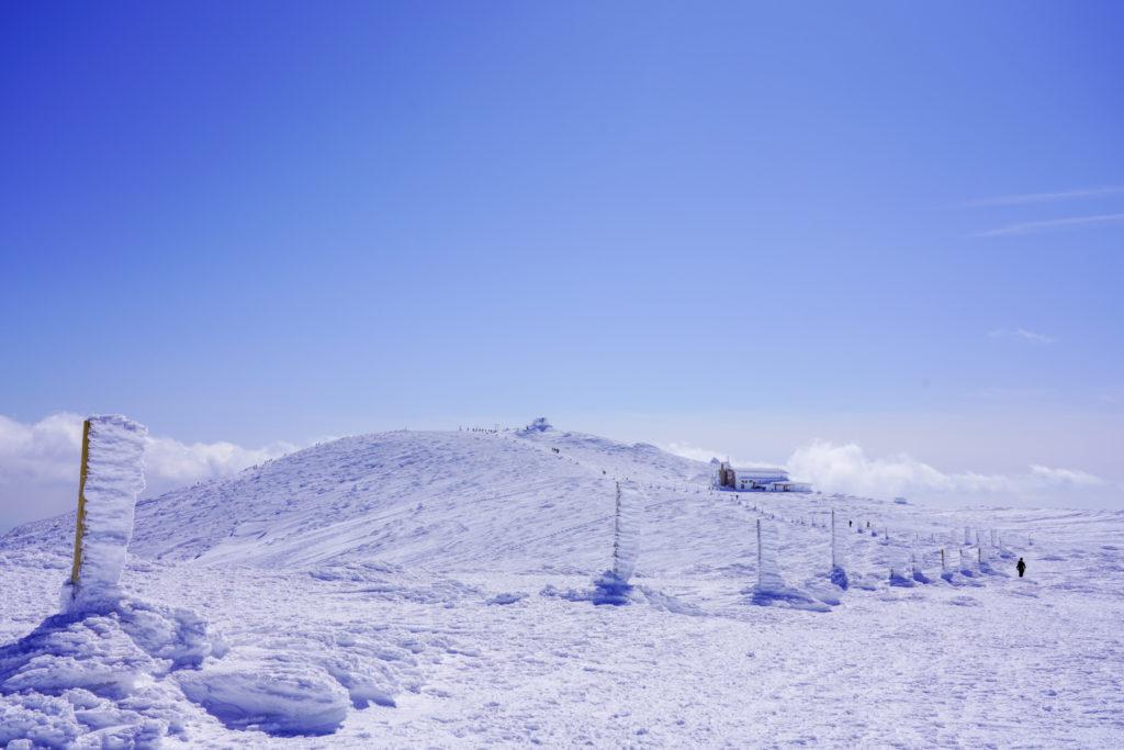 残雪期・蔵王山(熊野岳・刈田岳)・青空