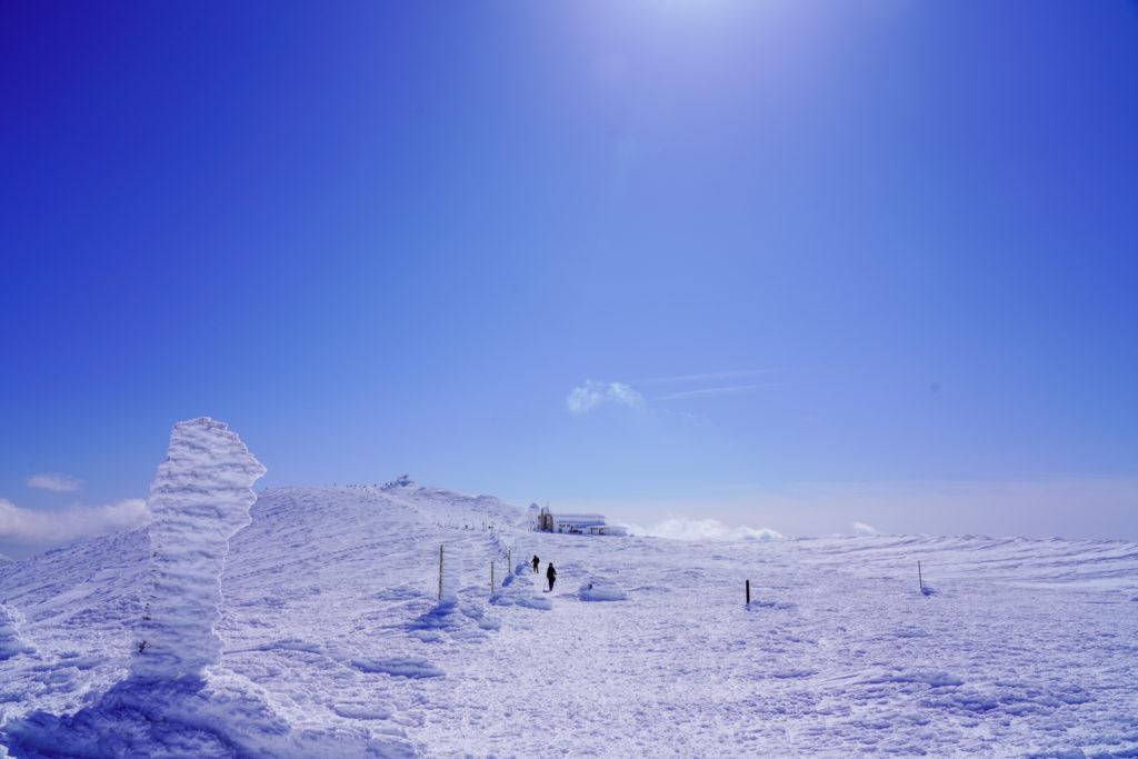 残雪期・蔵王山(熊野岳・刈田岳)・ただただ青い