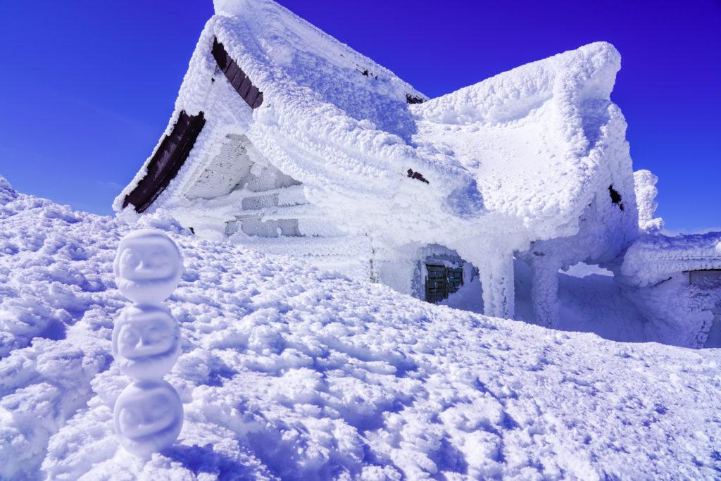 残雪期・蔵王山(熊野岳・刈田岳)・雪だるま×3