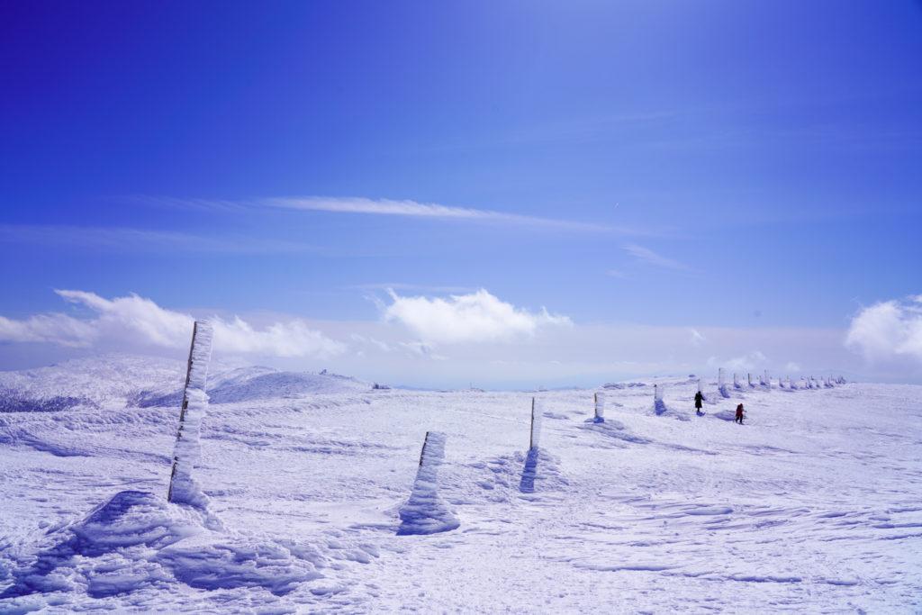 残雪期・蔵王山(熊野岳・刈田岳)・どこまでも続く氷の柱