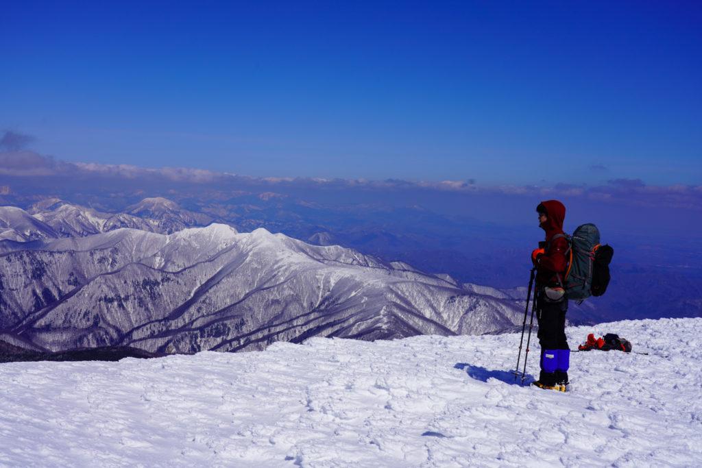 残雪期・蔵王山(熊野岳・刈田岳)・熊野岳避難小屋付近からの展望