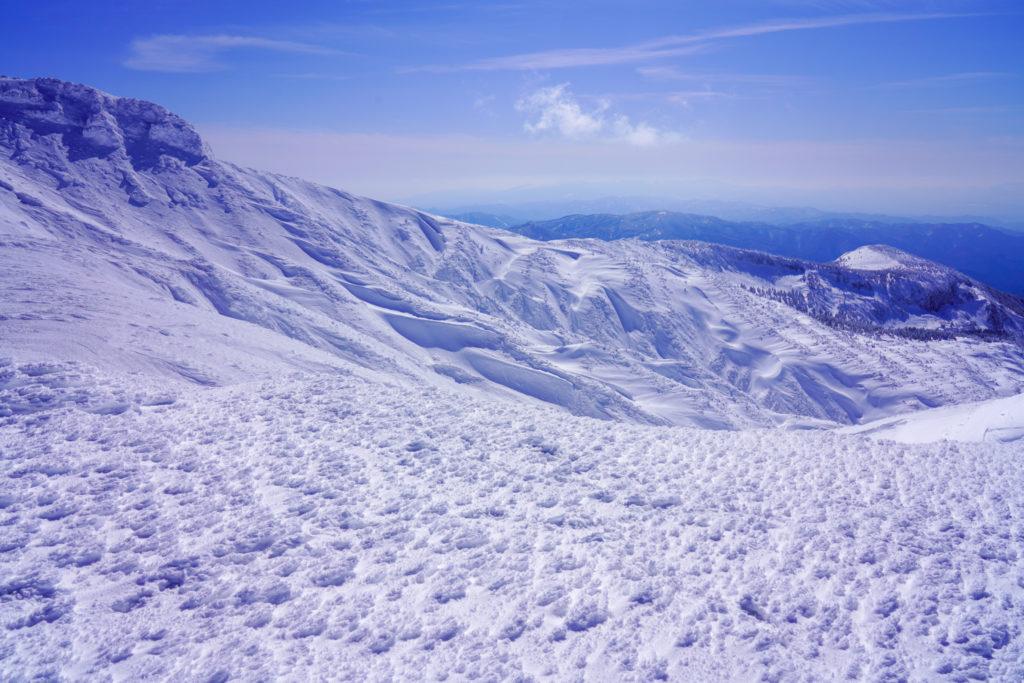 残雪期・蔵王山(熊野岳・刈田岳)・横になが~い熊野岳