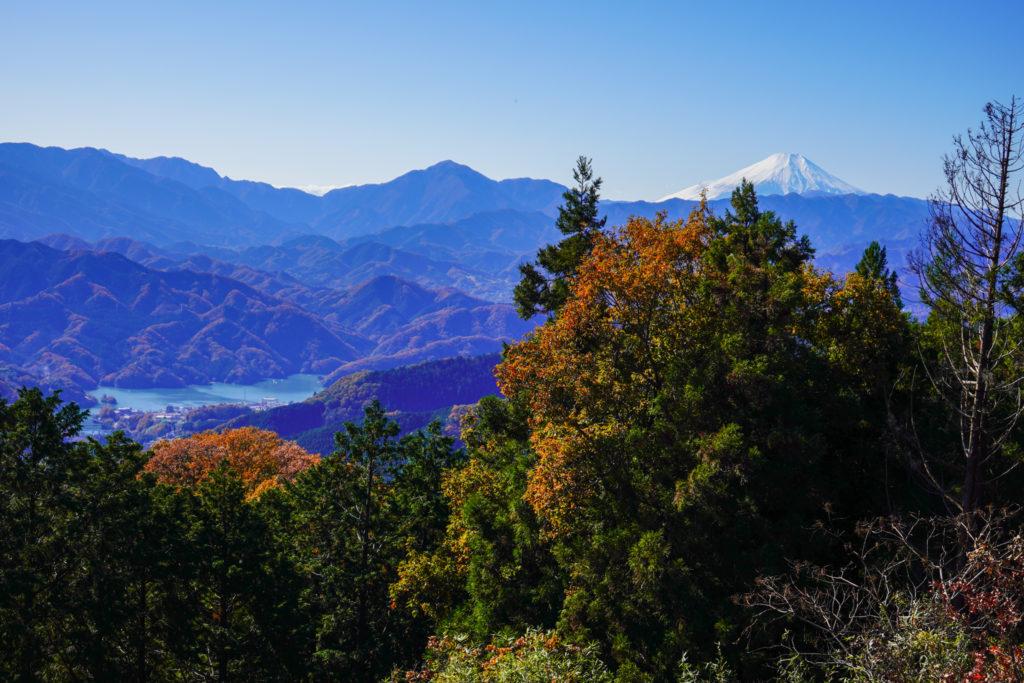 陣馬山・景信山・高尾山・景信山から相模湖、富士山