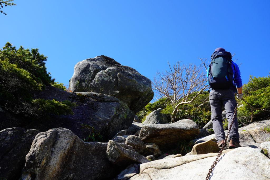 金峰山・岩稜歩き、クサリあります