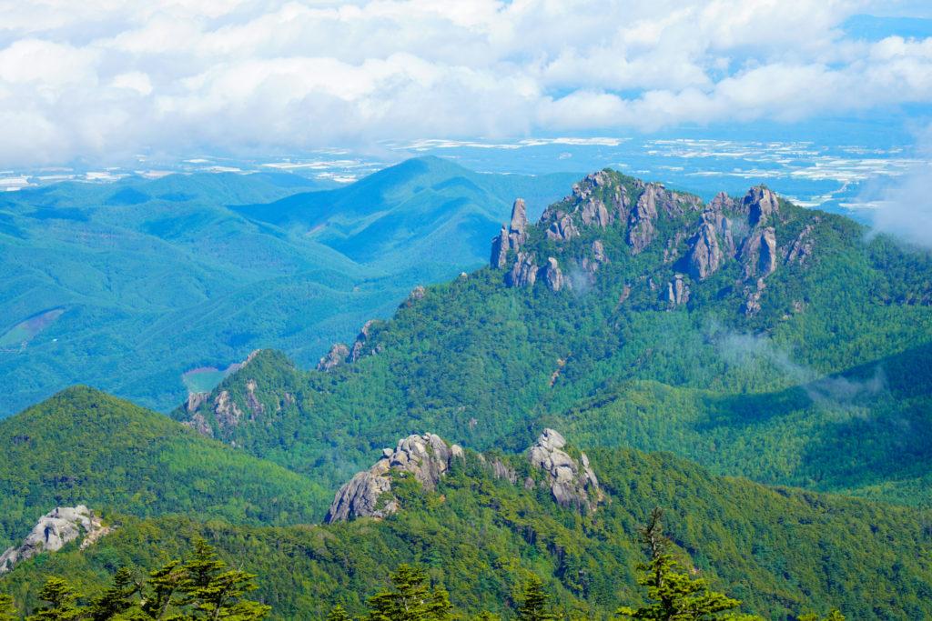 金峰山・金峰山から見た瑞牆山