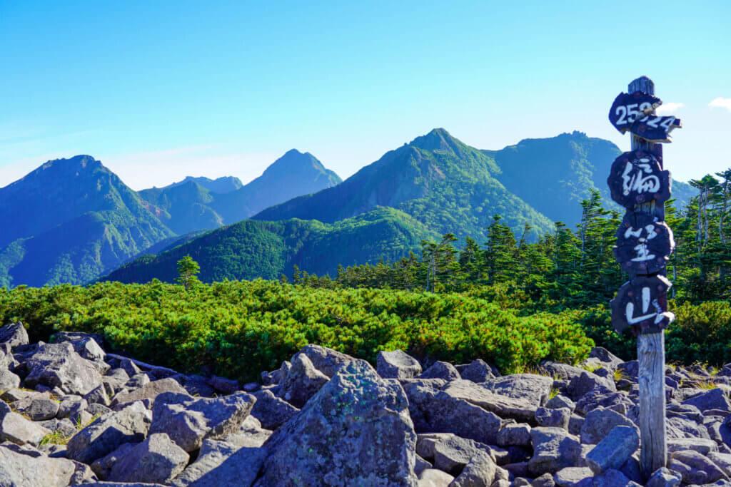 編笠山・権現岳・三ツ頭・編笠山山頂からの権現岳と南八ヶ岳