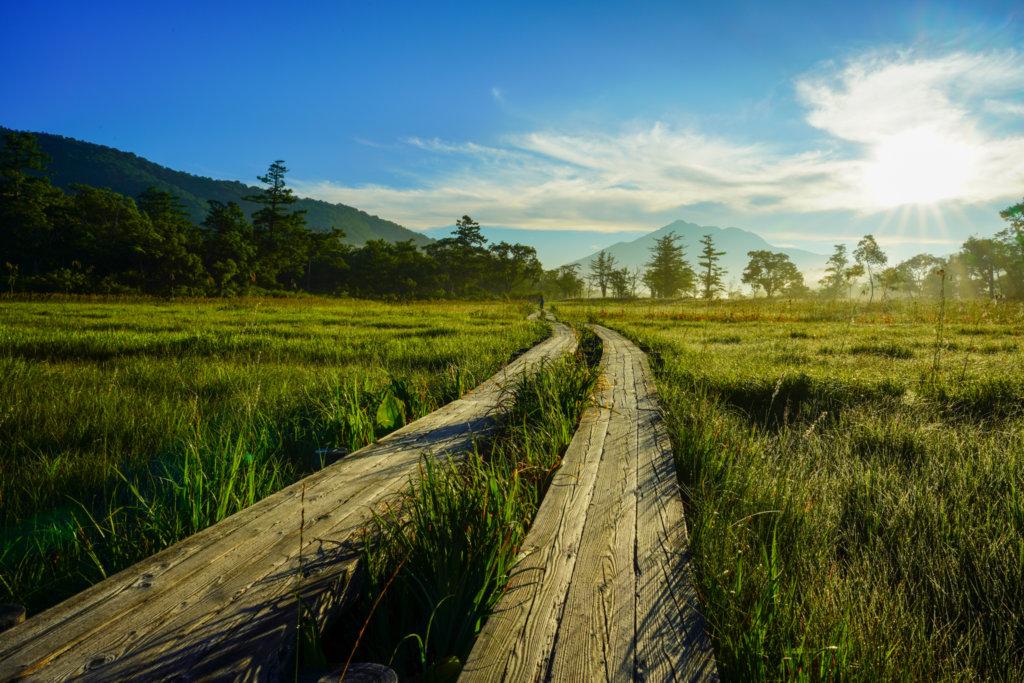 至仏山・尾瀬ヶ原・尾瀬ヶ原の遥か先に見える燧ヶ岳