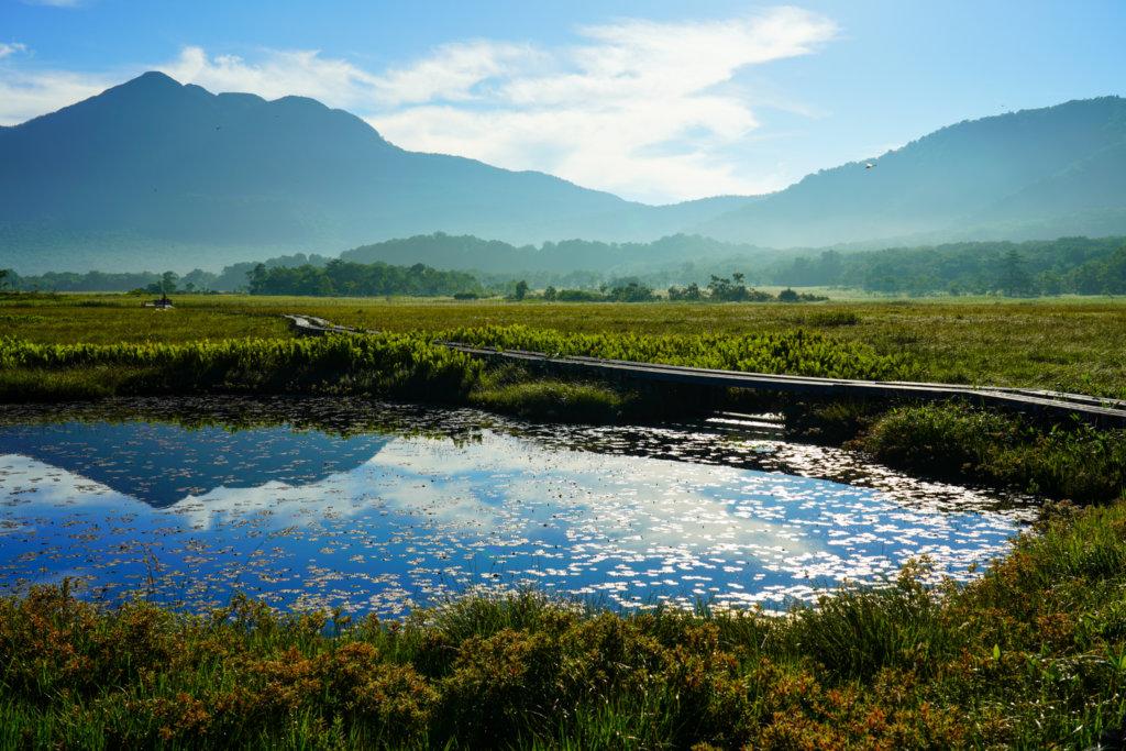 至仏山・尾瀬ヶ原・源五郎堀付近の池塘と逆さ燧ヶ岳